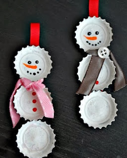 http://manualidadesnavidad.org/adornos-navidad-tapas-botella/