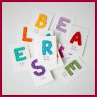 Apliques de letras a crochet