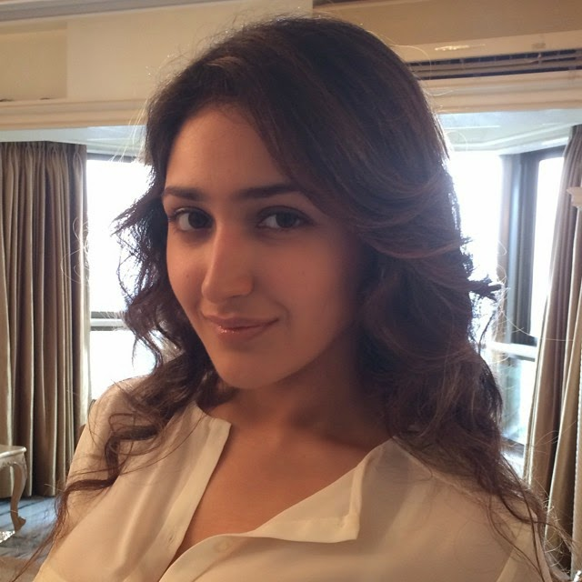 life , is , beautiful , make , each , day , count , aspire , to , inspire ,, Actress Sayesha Saigal Hot Face Close Up Pics, Selfie Images