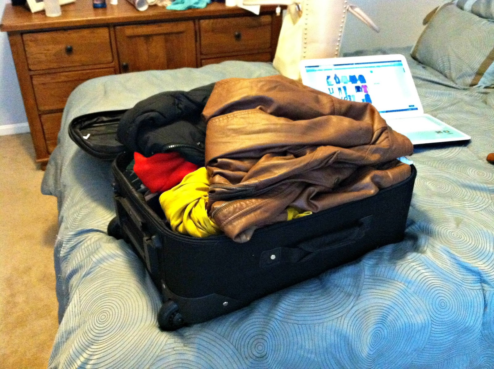 how to pack a carry on suitcase for 2 weeks