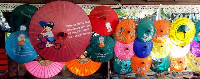 SOMBRILLAS DE BOR SANG, CHIANG MAI. TAILANDIA