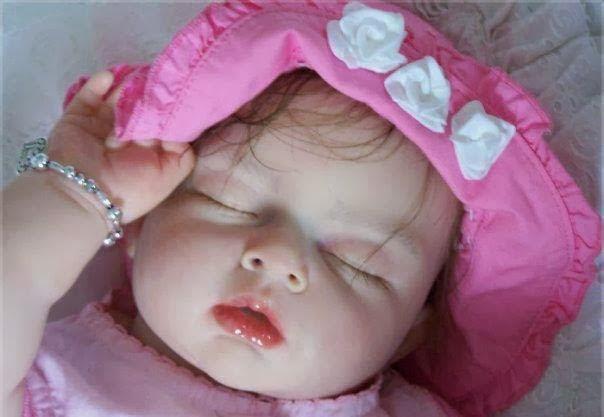 çok sevimli, güzel bir uyku bebek resmi