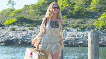 bdf8583dfe01 Tα ρούχα της ταινίας μας δείχνουν μια εποχή της χαράς , της ξεγνοιασιάς  ,μετα επανέρχεται στην εποχή του '80 στην Ελλάδα με τα λιτά ρούχα και τα  διάφορα ...