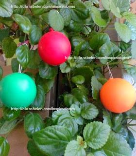 http://clarabelen.com/inspiraciones/4418/diy-bolas-de-navidad-facil-y-economico-con-globos/