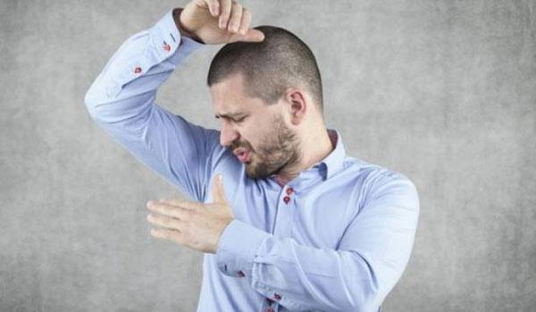 Ποιες τροφές κάνουν τον ιδρώτα σας να μυρίζει πολύ άσχημα