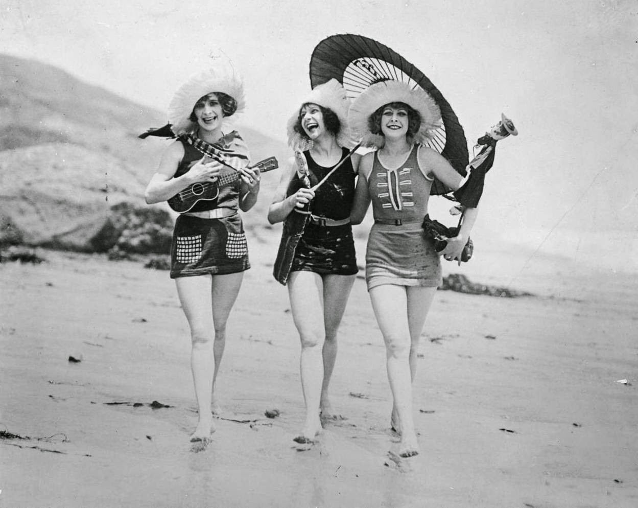 28 stunning vintage photos show bathing beauties from - Costume da bagno anni 30 ...