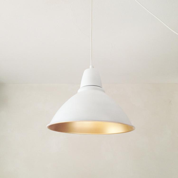 diy-lampara-estilo-nordico-chic-pintura-blanca-dorada