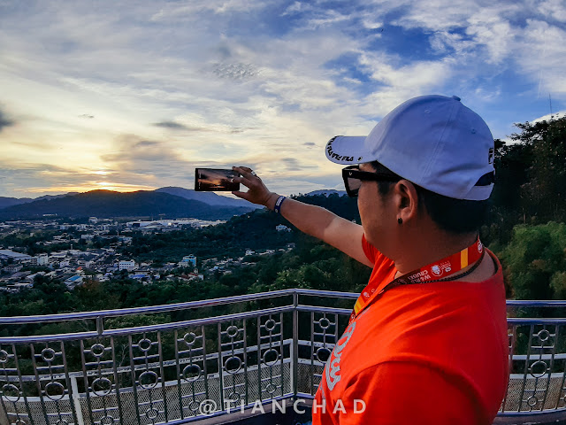Jack Lim shooting photos using his Note 9 at the hill top Photo captured using Samsung Galaxy A7 (2018) Ultra Wide Angle camera