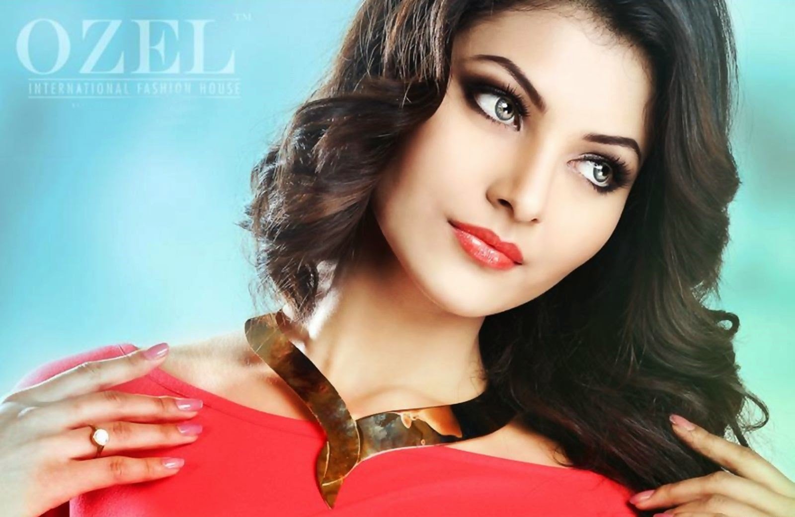 Global Pictures Gallery: Urvashi Rautela FUll HD Wallpapers