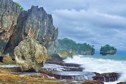 Pantai Tenjo Resmi, Pantai Bersih yang Nyaman untuk Liburan Keluarga