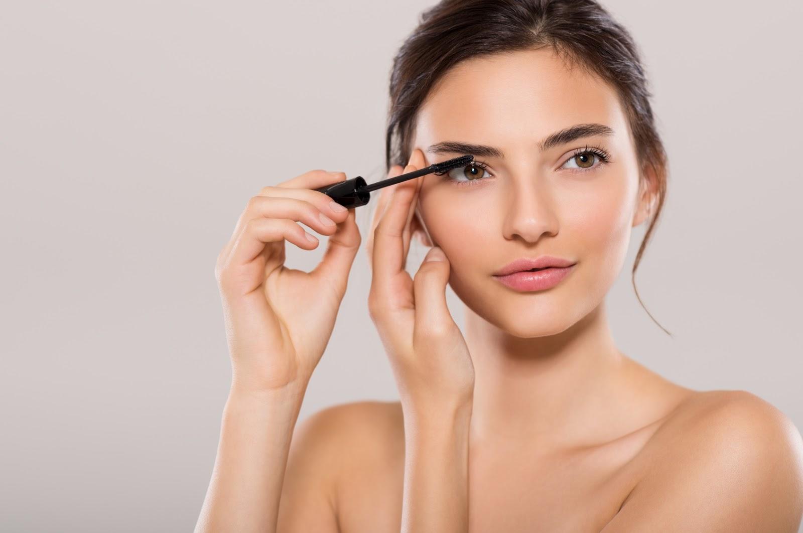 Jak Wykonać Korekcyjny Makijaż Oczu Głęboko Osadzonych Naturalnie