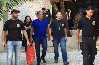http://vnoticia.com.br/noticia/1296-policia-federal-prende-suspeitos-de-corrupcao-na-linha-4-do-metro-do-rio