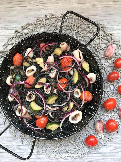 espagueti nero di sepia con calamares y verduras receta