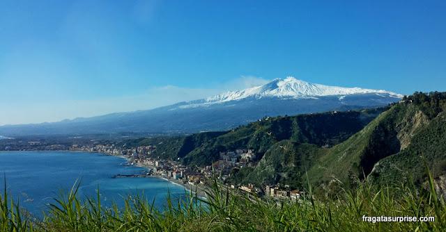 O vulcão Etna visto de Taormina, Sicília