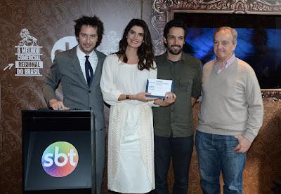 Os apresentadores do Esquadrão da Moda, Arlindo Grund e Isabella Fiorentino, André Gola (AlmapBBDO) e Marcelo Parada (SBT)