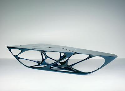 Mesa diseñada por Zaha Hadid