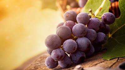 wallpaper buah anggur merah