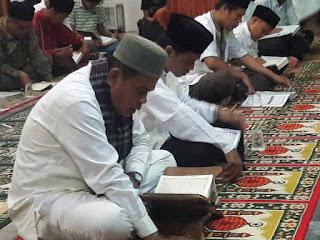 Galakan Magrib Mengaji Walikota Mukhlis Rahman dan Pejabat Pemko, Tadarus Alqur'an Bersama Masyarakat Balai Naras