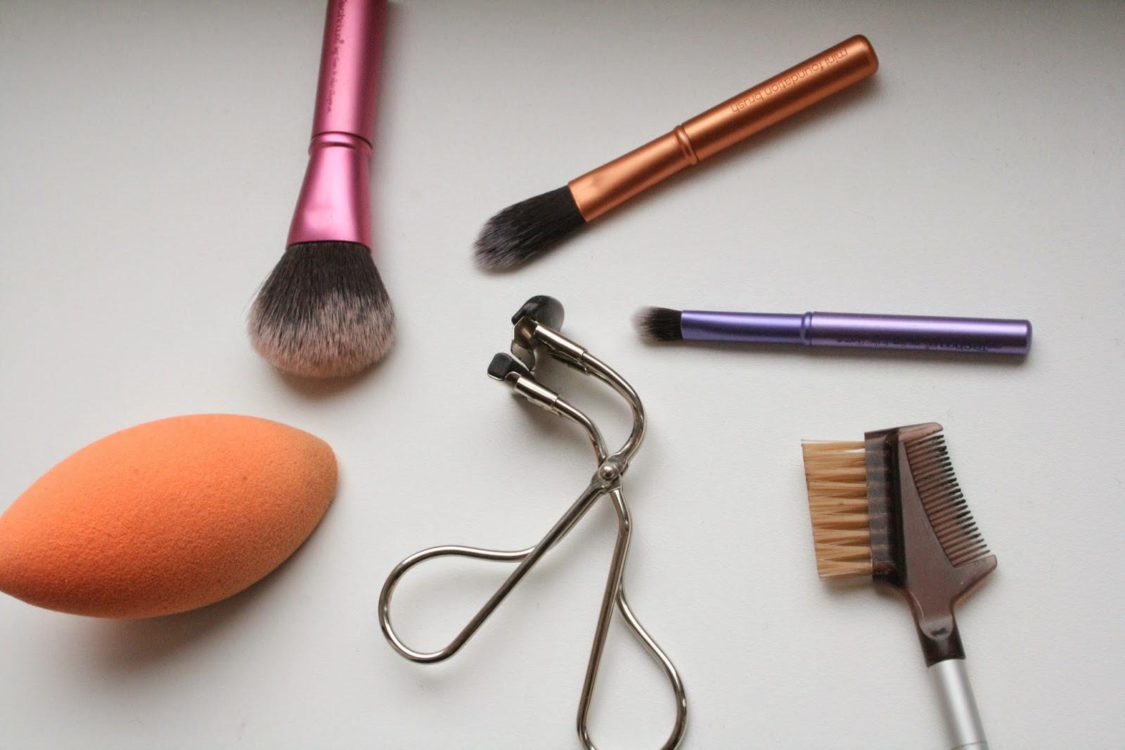 Real Techniques Travel brush trio, Real Techniques Blending Sponge, Shu Uemura Eyelash Curler, Ecotools Eyebrow brush