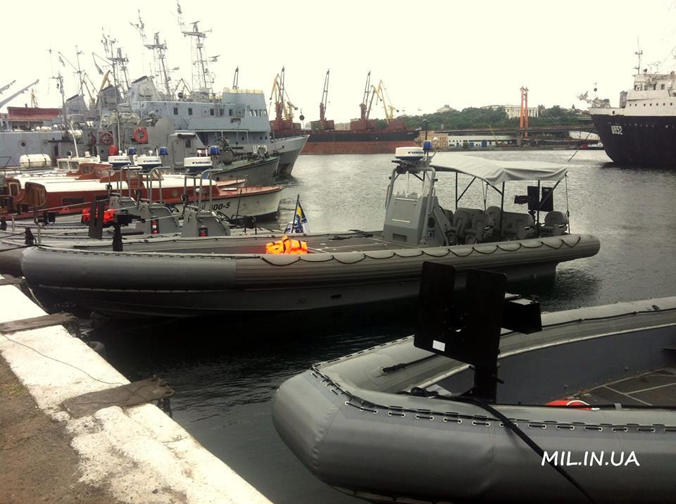 ВМС отримали від США швидкісні катери Willard Sea Force 730 та Sea Force 11M