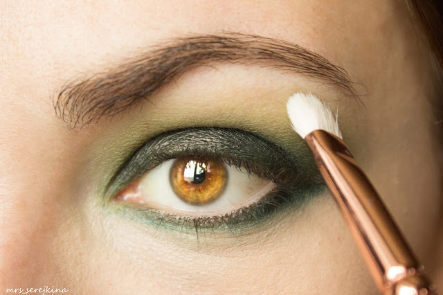Green smoky eyes: step 7
