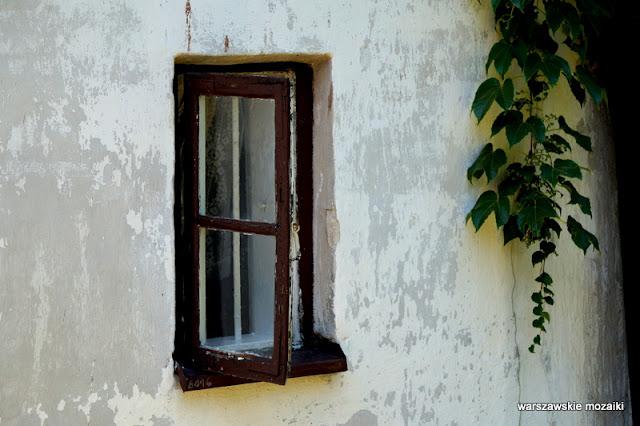okno Warszawa Warsaw Krakowskie Przedmieście Karowa ksiądz Twardowski Tadeusz Olszewski
