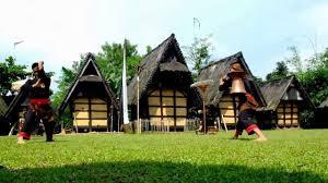 rumah adat sunda di kampung budaya sindang barang