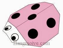 Bước 7: Vẽ mắt, đốm để hoàn thành cách xếp con bọ rùa bằng giấy theo phong cách origami.