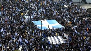 Η μεγάλη ανευθυνότητα: Πετάμε την Ελλάδα στην εξέδρα με το Σκοπιανό και τη Novartis!