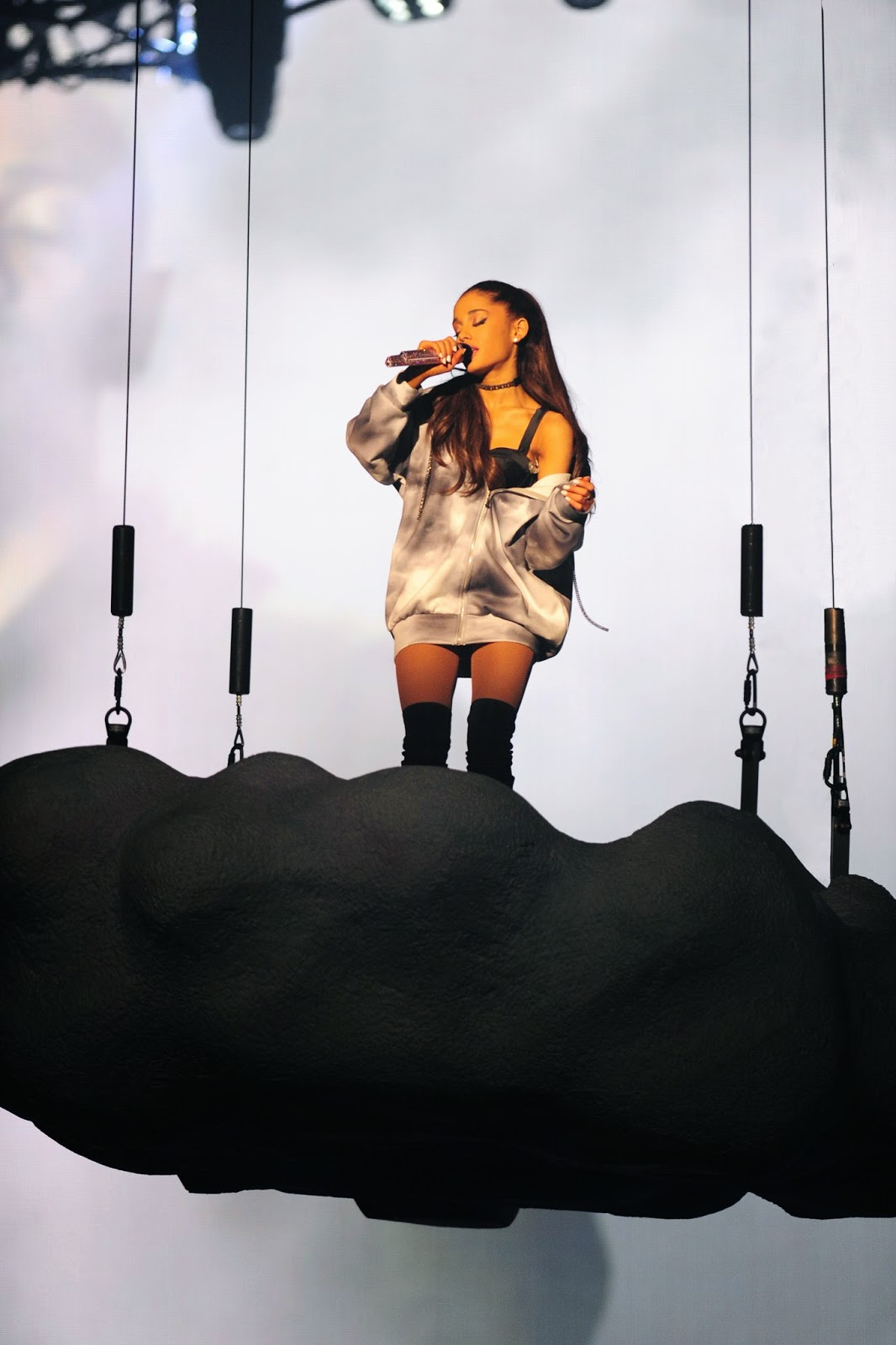 Ariana Grande Atriz Porno ariana grande sexy em concerto - tomates podres