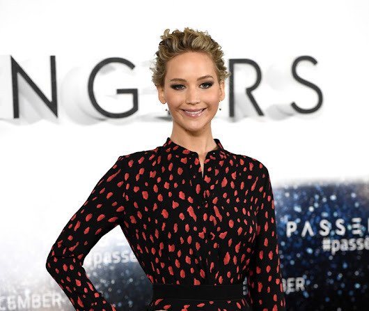 HQ PHOTOS: Jennifer Lawrence & Chris Pratt at a Photocall for Passengers in London