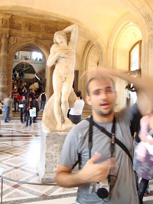 Um banhozinho supimpa - Louvre - Paris - França