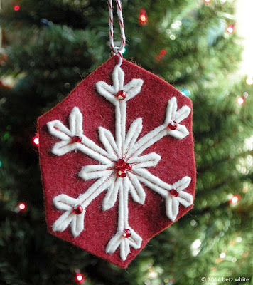 http://betzwhite.com/2014/11/first-flake-felt-ornament-tutorial.html#.VGRyNMnCnzQ