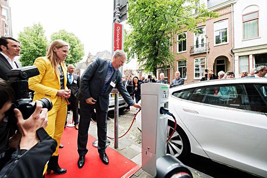 Mra Elektrisch Mra E Gaat Samenwerken Met Lomboxnet