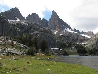 Minaret Lake und dahinter Clyde Minaret