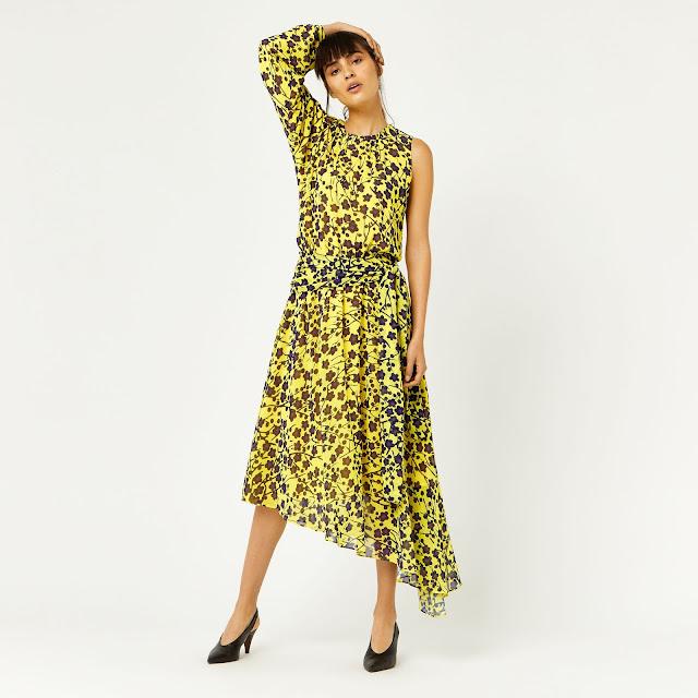 Жовта сукня із квітковими мотивами