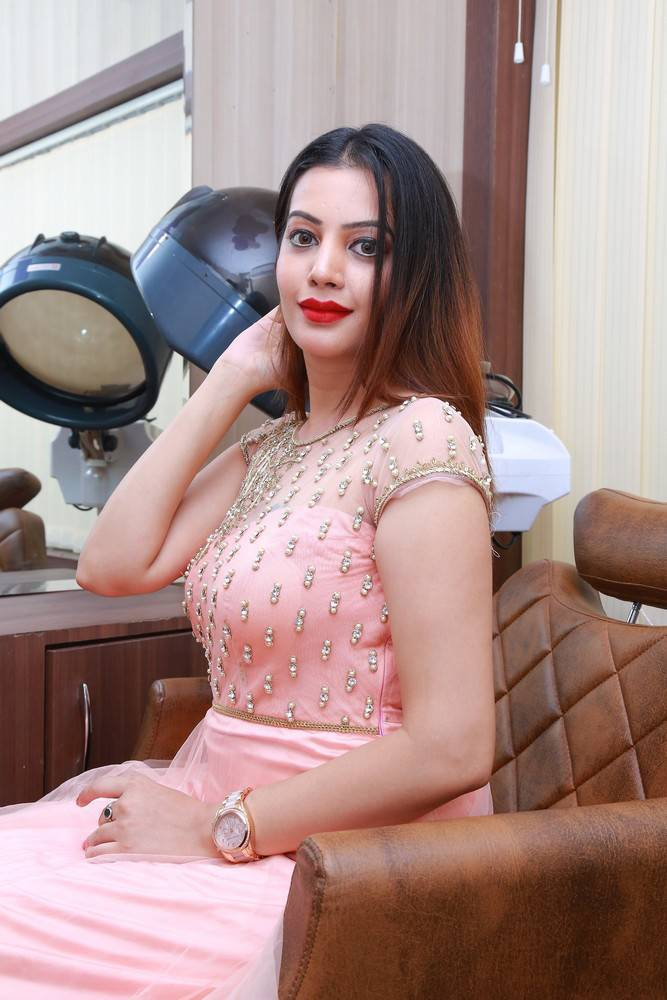 Diksha Panth At Studio 11 Spa and Salon Launch Stills