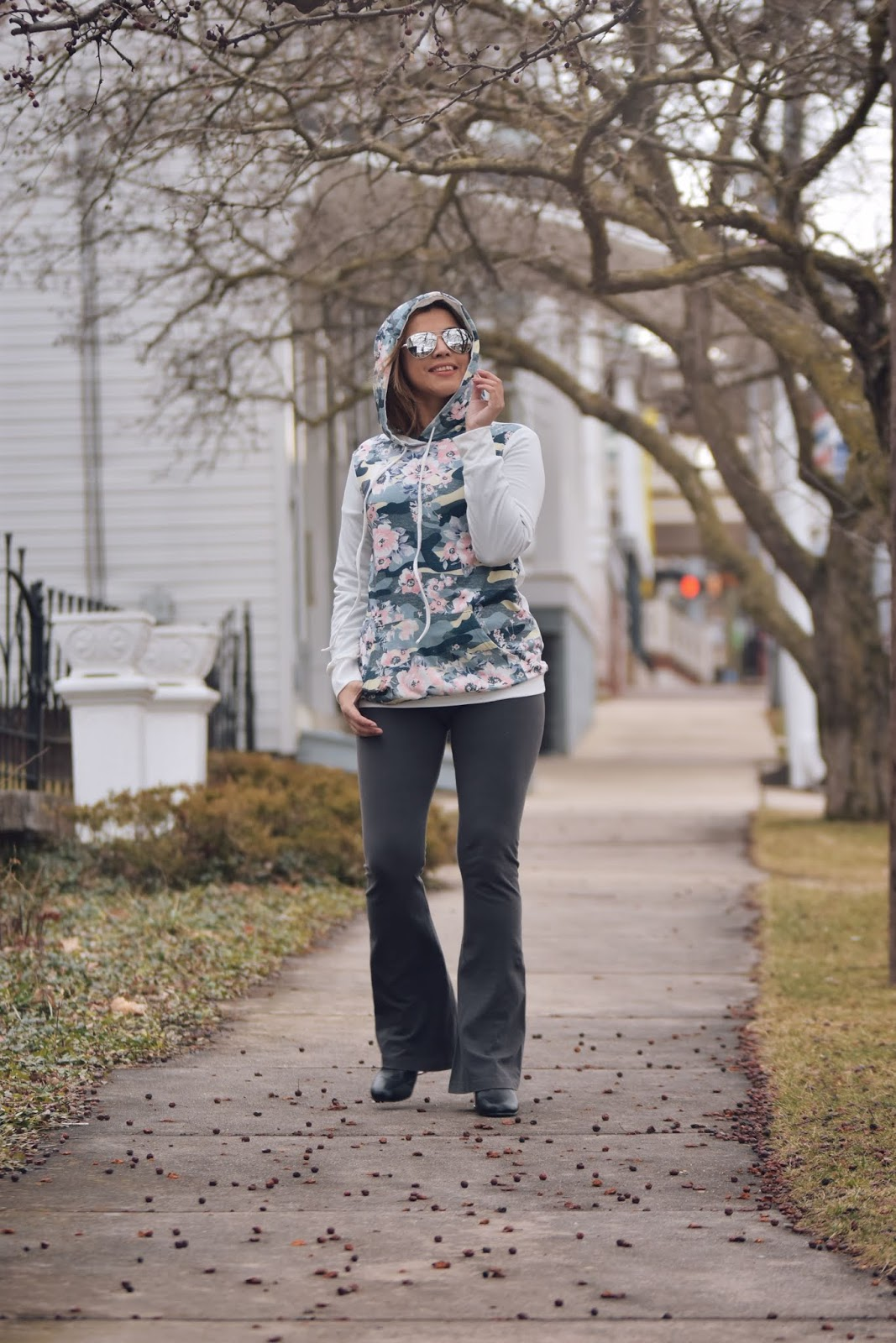 White Floral Long Sleeves Pocket Pullover Hoodie by Mari Estilo
