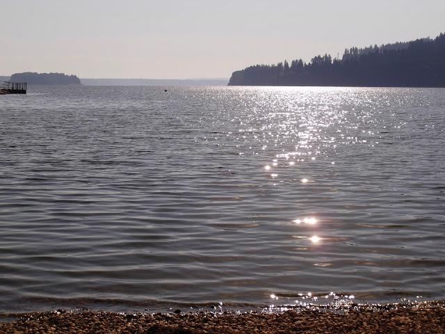 Poranek nad Jeziorem Orawskim - Słowacja