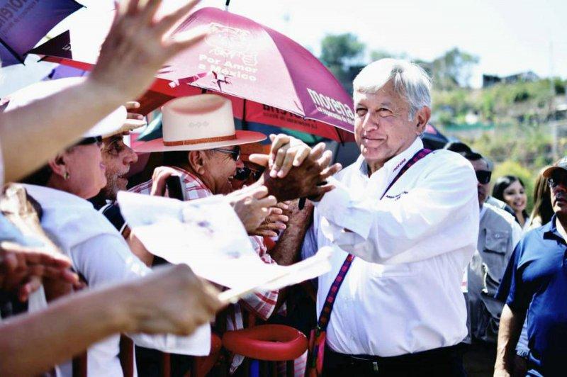 López Obrador promete atención médica y medicamentos gratuitos