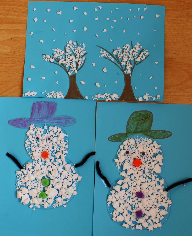 Mamma gioca quadretto d 39 inverno e pupazzi di neve con il for Addobbi di natale per bambini scuola infanzia