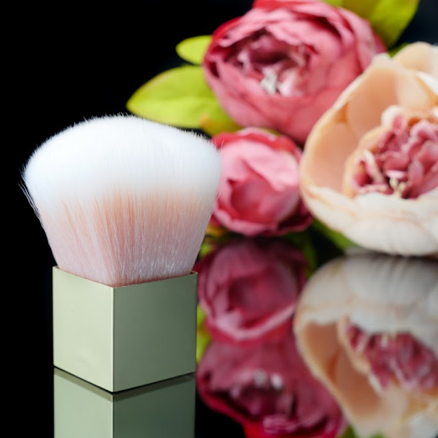 The English Mineral Makeup Company Gold Kabuki Brush