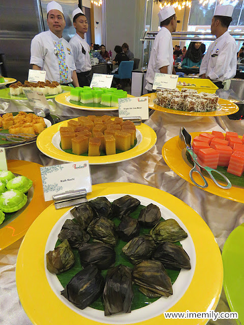 assorted kuih muih at Funtasia Buffet Ramadhan 2018 Bangi