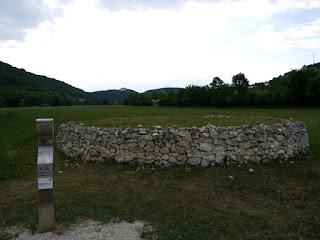 Archäologiepark Altmühltal: Bronzezeitliche Opferplattform bei Riedenburg-Emmerthal
