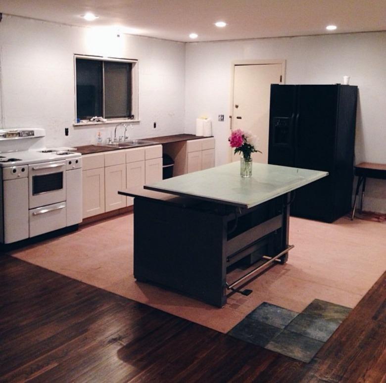 Emily Netz: Home Tour Pt 1: Kitchen & Dining Room Before