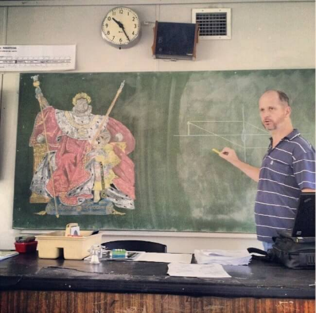 16 Inspiring Photos Prove That Teachers Can Have A Great Sense Of Humor - My teacher doesn't have classes in classrooms unless there is blackboard or chalk. That's one of his masterpieces