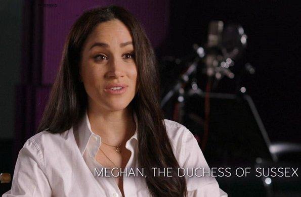 Meghan Markle wore Suetables Vanessa gold zodiac horoscope charm necklace and Shirley horoscope pendant necklace