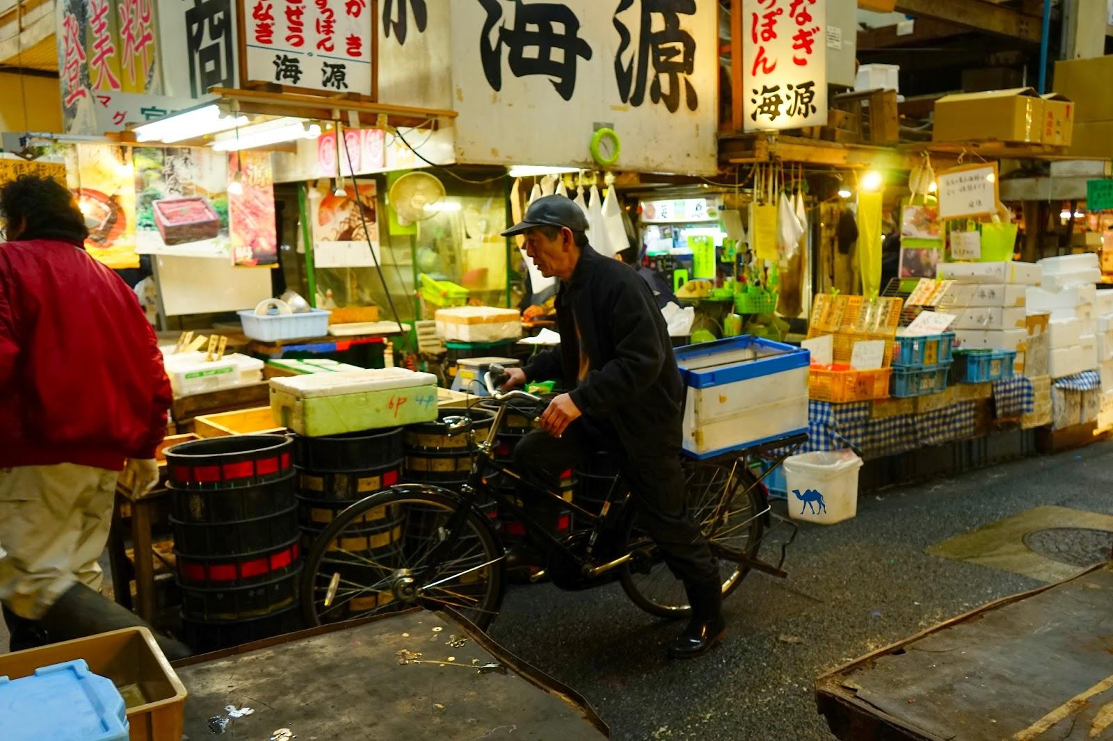 Le Chameau Bleu - Le vieux à velo - Tsukiji