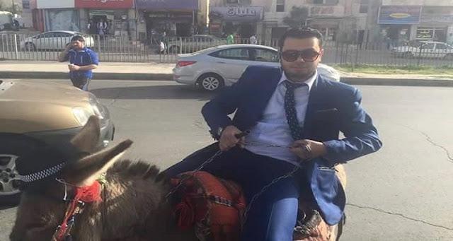 الكشف عن سر المواطن الأردني الأنيق الذي يركب حمارا  واستهزء منه الكثيرين
