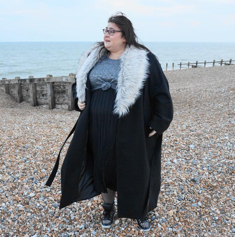 BLACK IN THE STYLE CURVE PLISSE DRESS // WWW.XLOVELEAHX.CO.UK